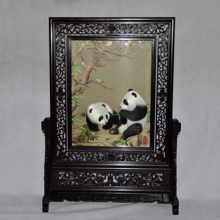 熊猫图案蜀绣大摆件