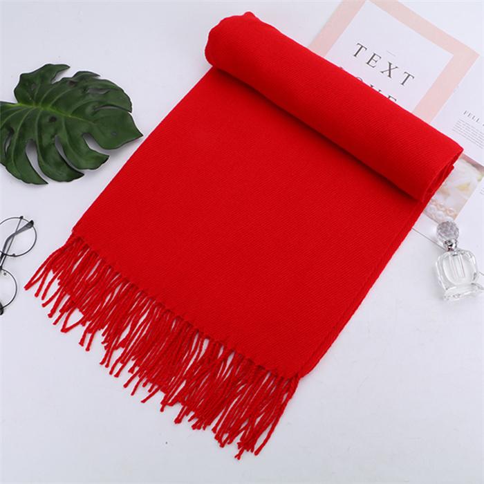 羊绒针织红色围巾绣字